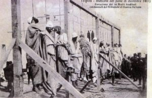 Mercato del pane 16 dicembre 1911. Esecuzione di 14 arabi traditori, condannati dal Tribunale di Guerra Italiano